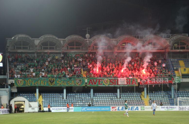 18 lipca 2012r. Buducnost Podgorica - Śląsk Wrocław 0-2. Racowisko w sektorze Fanatyków Śląska w Czarnogórze.
