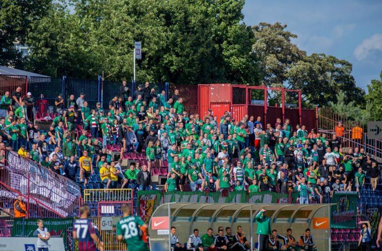 470C - 26 lipca 2015r. Pogoń Szczecin  - Śląsk Wrocław 1-1. Sektor kibiców Śląska.