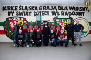 """Kibice Śląska zagrali dla """"Wiosny"""", by świat dzieci był radosny"""